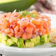 Tartar de salmón con salsa picante de tabasco Merry